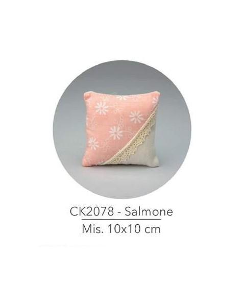 Cuscino con decorazione  rose colore salmone , mis: 10x10 cm