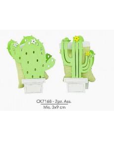 Bomboniere per sacchettino, oggetto in legno pantografato a forma di cactus, 2 pz assortiti , misura 3x9 cm