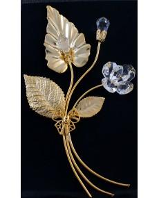 Composizione a 3 rami, foglia con pistillo, bocciolo e fiore in cristalli swarovski, e metallo ORO.