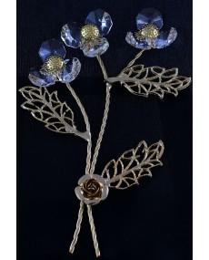 Composizione a 3 fiori in metallo oro r. in fusione elettrosladato, con fiori in cristallo swarovski