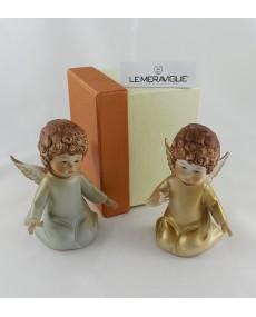 Angeli in ginocchio in ceramica colorata