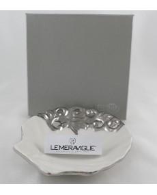 piattino a forma di conchiglia in porcellana bianca e argento