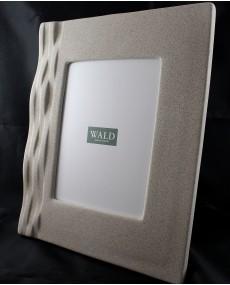 Cornice portafoto in porcellana grigia con dettagli effetto onda